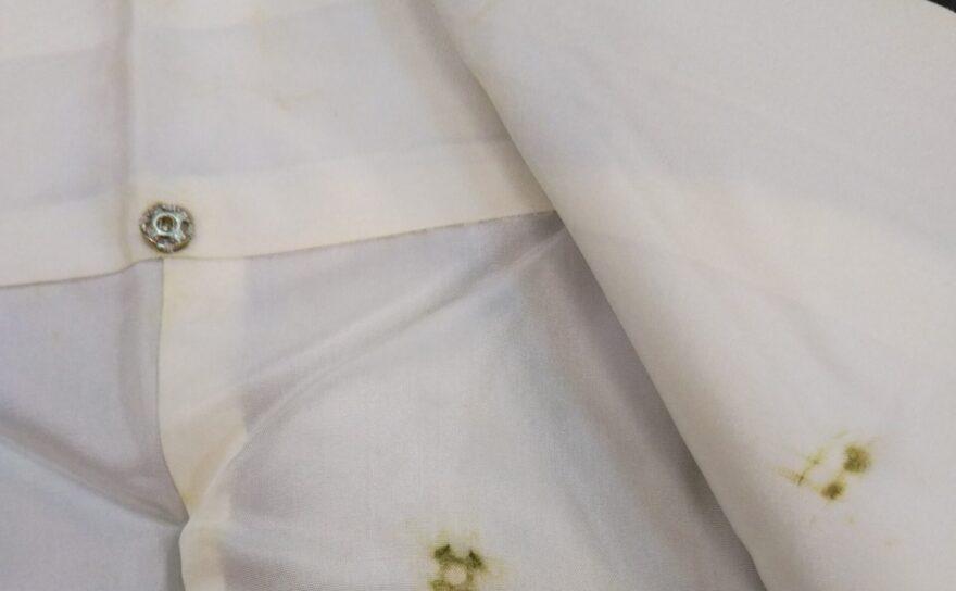 衿スナップボタンの錆び(サビ)