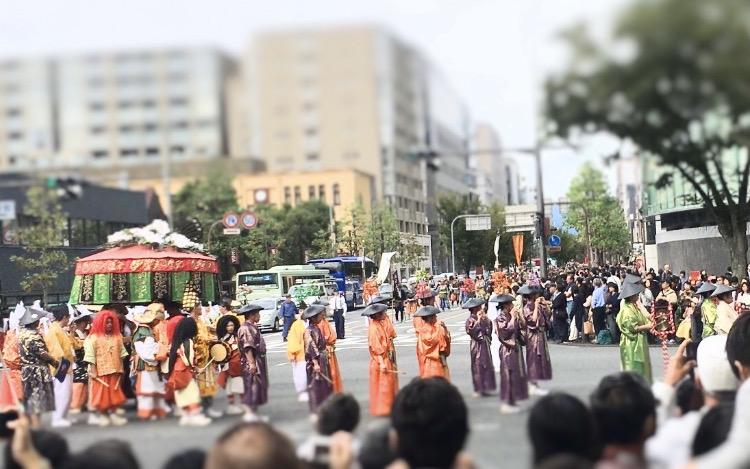♦ 研究と技術とセンスを極めた時代祭 そして消えた染織祭 ― 着物コラム ―